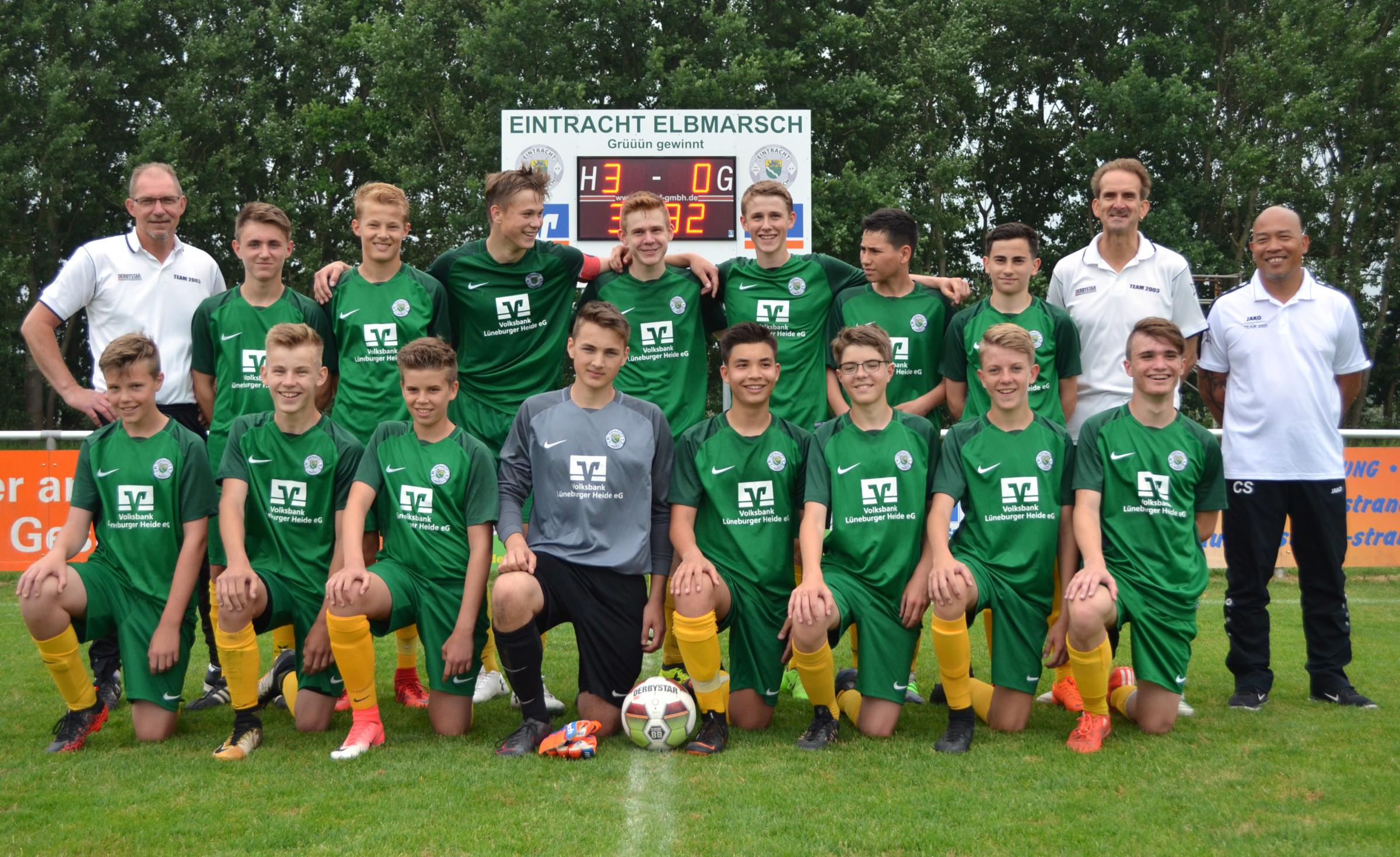 Geehrt als Mannschaft des Jahres: Die U-16-Landesligamannschaft von Trainer Jörn Kahl (hintere Reihe, links)